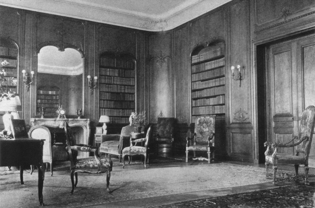 The library in the Rogers family residence, before the New York Society Library moved in.